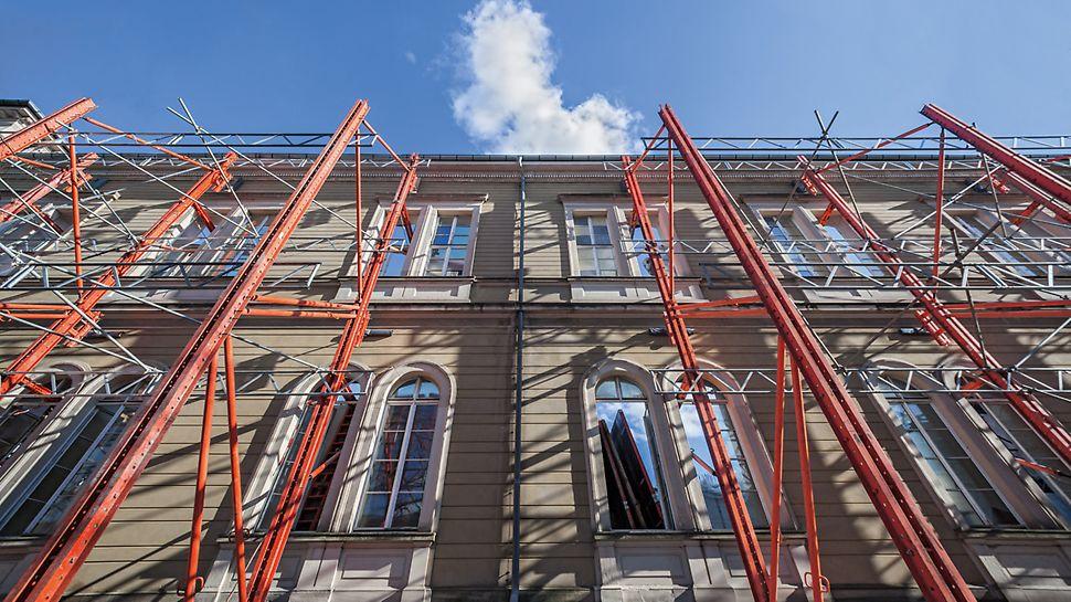 Die VARIOKIT Fachwerkkonstruktion stützt die denkmalgeschützte Westfassade des staatlichen Naturkundemuseums in Karlsruhe