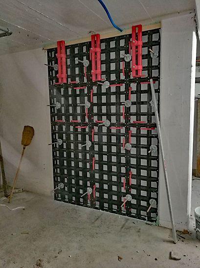 Wandverschliessung (Türöffnung) eingeschalt, bereit zum Betonieren mit SCC - Beton