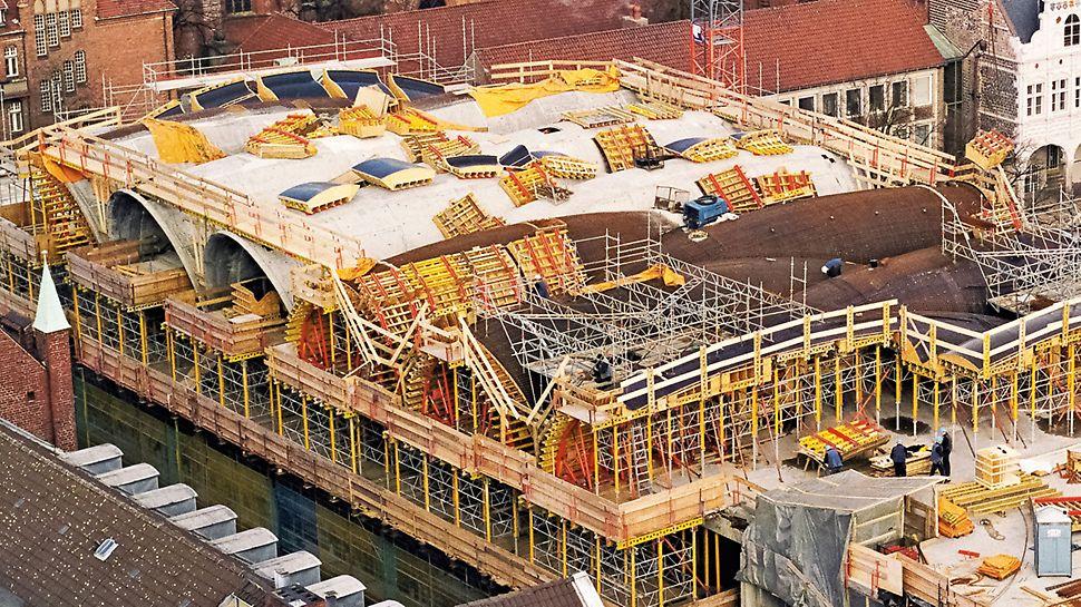 Zložité tvary, požiadavky na pohľadový betón hospodárne realizované s prefabrikovanými debniacimi jednotkami.