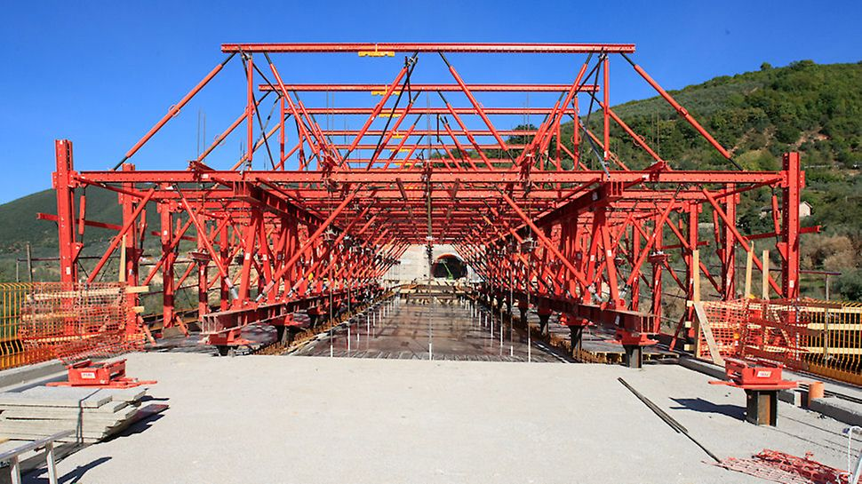 Progetti PERI, Viadotto San Lorenzo - L'estrema rigidezza della trave reticolare principale assicura un'ottimale distribuzione del carico evitando sulle travi del ponte carichi puntuali eccessivi