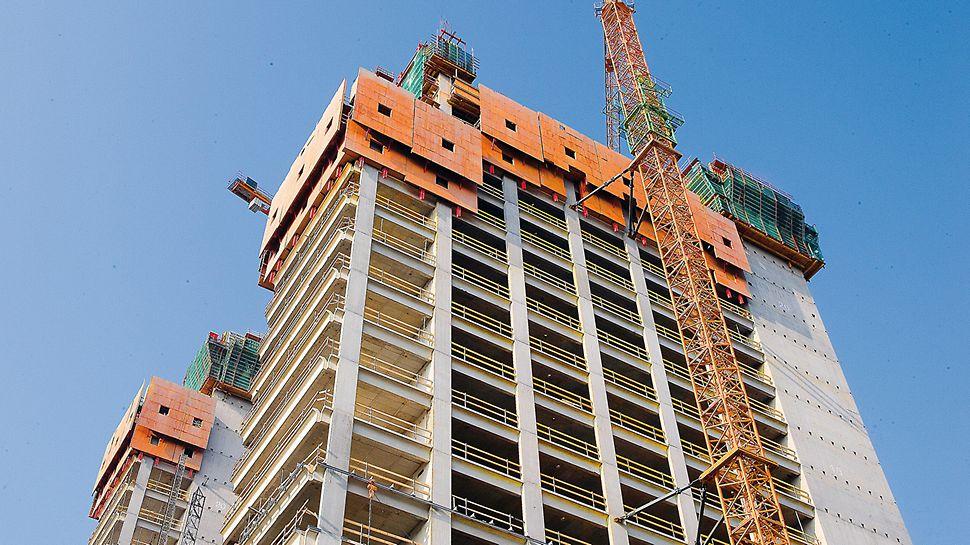 Europäischer Gerichtshof, Luxemburg - Die RCS Kletterschutzwand umschließt die Absturzkanten der oberen Geschosse lückenlos.
