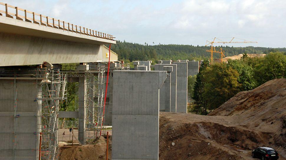 Funder Ådal - Broen er ved at tage form ud over Funder Ådal.