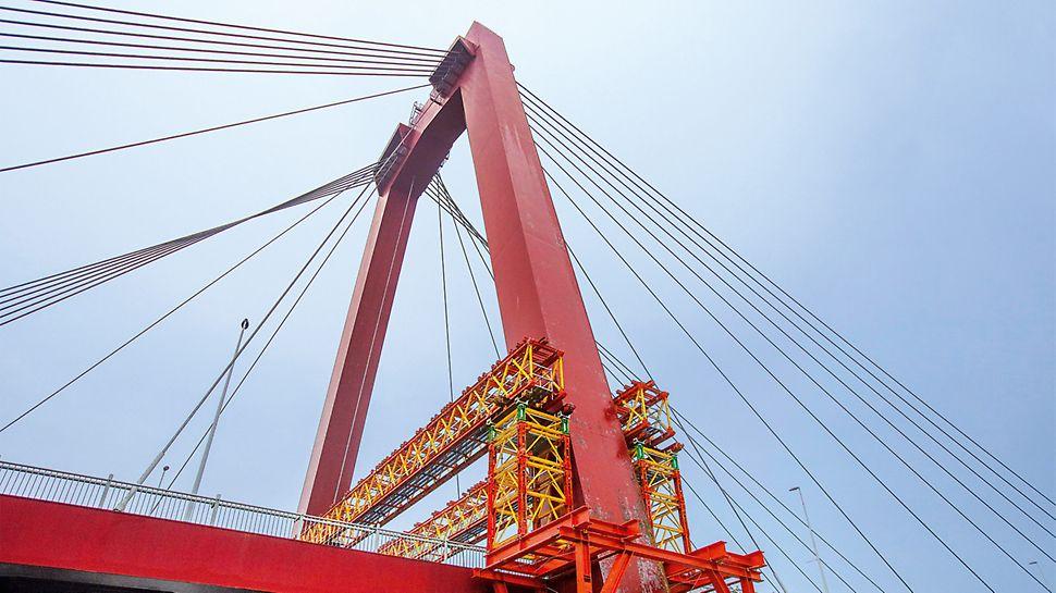 VRB rešetkasti nosač i VST tornjevi za velika opterećenja, sastavni elementi PERI VARIOKIT modularnog sistema za inženjersku gradnju, služe za prenos velikog opterećenja na osnove pilona.
