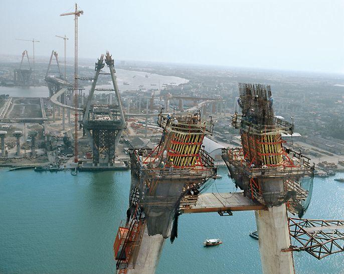Mega Bridge, Industrial Ring Road, Bangkok, Tajland - 4 pilona spektakularnog mosta Mega Bridge u Bangkoku strše do 173 m u nebo. Prilikom realizacije ACS penjajući sistem osigurao je brz tijek gradnje.