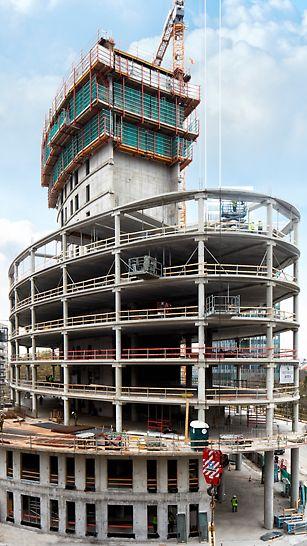 Ce projet a nécessité 1 250 m2 de coffrage grimpant pour le montage du noyau et 1 454 m2 de systèmes de coffrage.