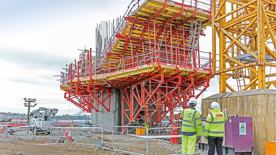 PERI bringt die Mersey Gateway Bridge in Form