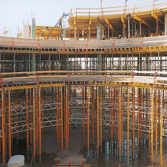 DaimlerChrysler Subsidiary Warsaw, Poland - 8 m high PERI MULTIPROP shoring for the formwork on the first standard floor inside the office block.