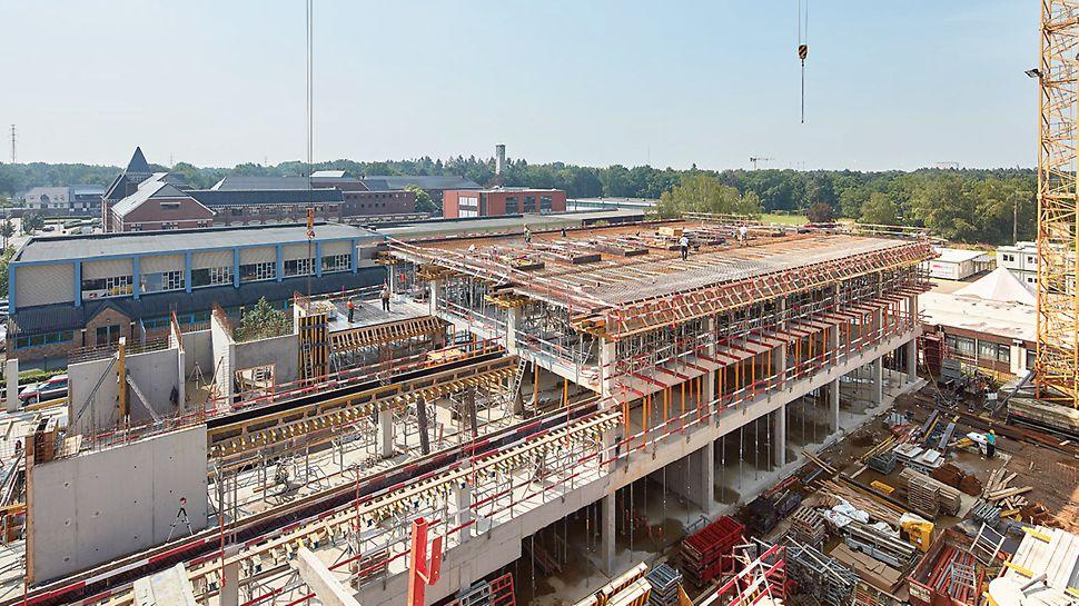 Kasog Genk Regina Mundi schoolgebouw - De balken en vloerplaten werden in een fase bekist en gestort.