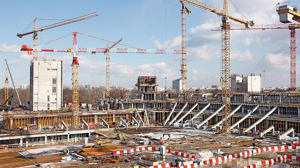 Nationalstadion Kazimierz Górski, Warschau, Polen - Die Herstellung der 42 m hohen Tribüne erfolgte in kombinierter Fertigteil- und Ortbetonbauweise.