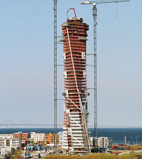 Turning Torso, Malme, Švedska - telo objekta Turning Torso izvija se u visinu i rotira za 90° preko 9 segmenata, od kojih svaki ima 5 spratova.