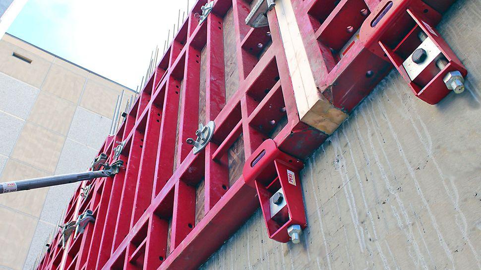MAXIMO-elementit saadaan tuettua valettuun seinään MX-korkeudensäätöruuvin avulla, joka mahdollistaa myös 5 cm korkeussäädön.