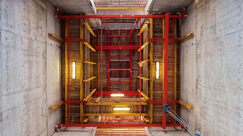 Porta Nuova Garibaldi, Milan, Italy - The ACS platforms not only carried the core formwork but also served for positioning the pre-cast stairs by means of an integrated trolley system.