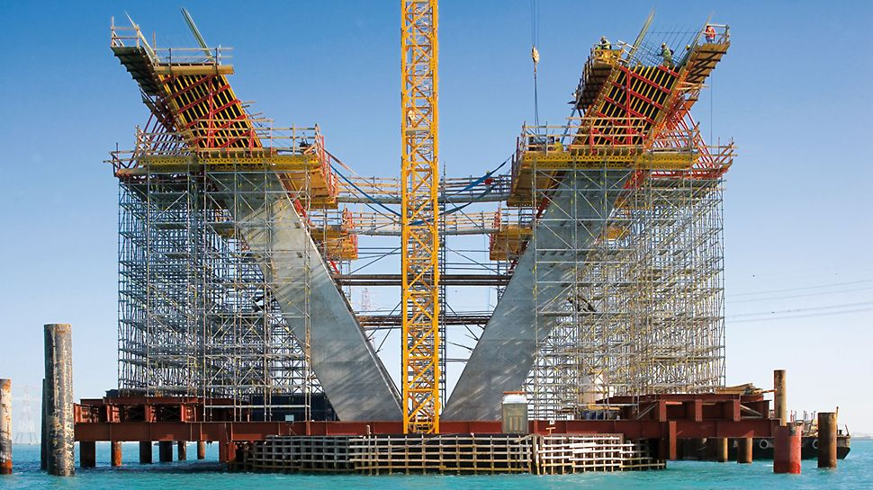 The flexible PERI UP scaffold system can be adapted geometrically tight and to suit every loading case.