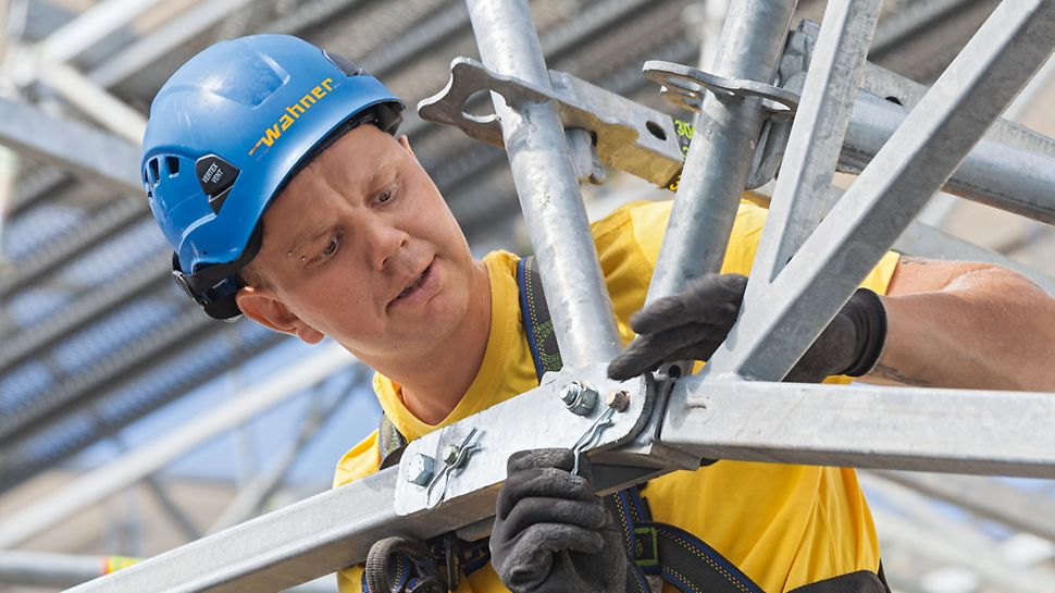 PERI LGS zaštitna krovna konstrukcija sa individualnim nagibom krova