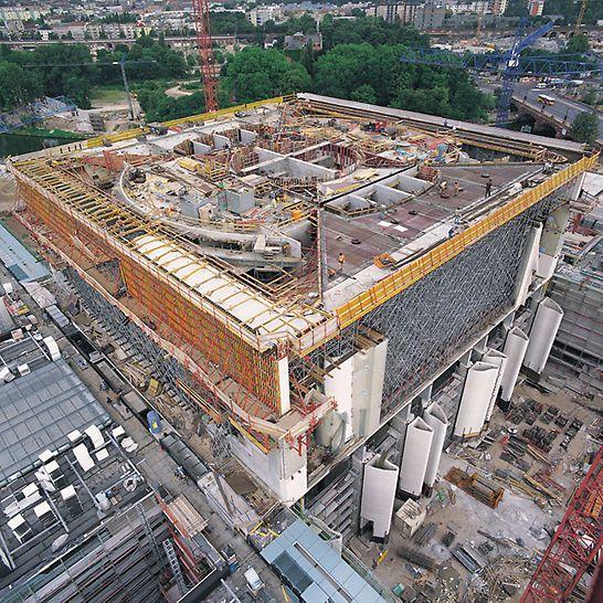 Bundeskanzleramt Berlin, Deutschland - Zahlreiche geometrische Abmessungen, bis in große Höhen, waren zu bewältigen.