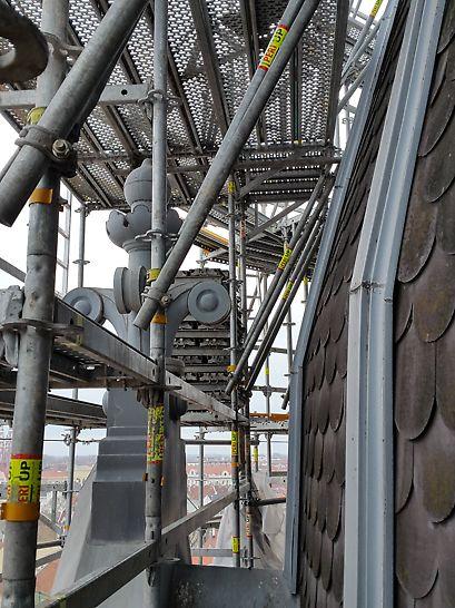 A PERI UP Flex állványrendszer nagy rugalmassága lehetővé teszi a bonyolult építményformák rendszerelemekkel történő lekövetését.