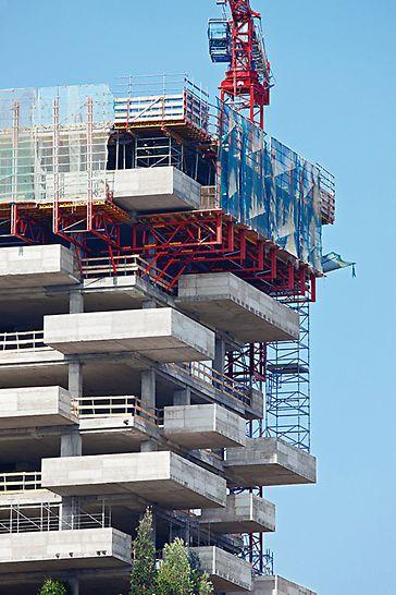 Bosco Verticale: Ochranná stěna RCS slouží k opláštění horních dvou pater. Zvyšuje tím bezpečnost a urychluje práci.