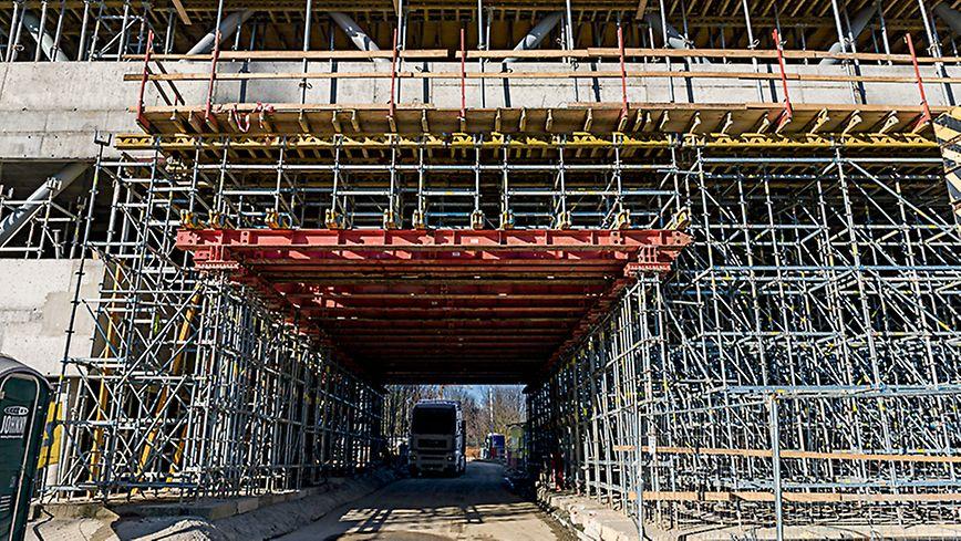Biotechnický park Brno Vodorovné přemostění tvořily ocelové nosníky HDT 880, dlouhé 8,80 m ze systému HD 200, nesoucí tíhu až 560 tun.