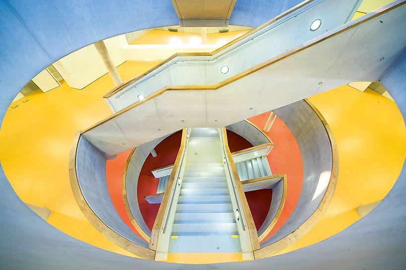 Bibliothek Königgrätz, Tschechien - Die ansprechende Farbgebung hilft dem Besucher sich zu orientieren.