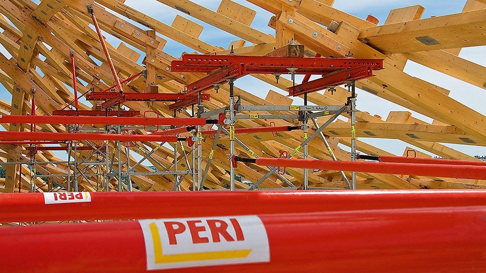 Centre Pompidou, Metz, France - Transferring the roof loads took place via PERI UP shoring towers which could be supplemented with standardized system components to form a comprehensive supporting structure.