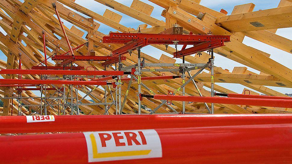 Centrum Pompidou: Odvedení zatížení ze střechy bylo zajištěno přes podpěrné věže PERI UP, které bylo možné doplnit do celkové podpěrné konstrukce standardizovanými systémovými díly.