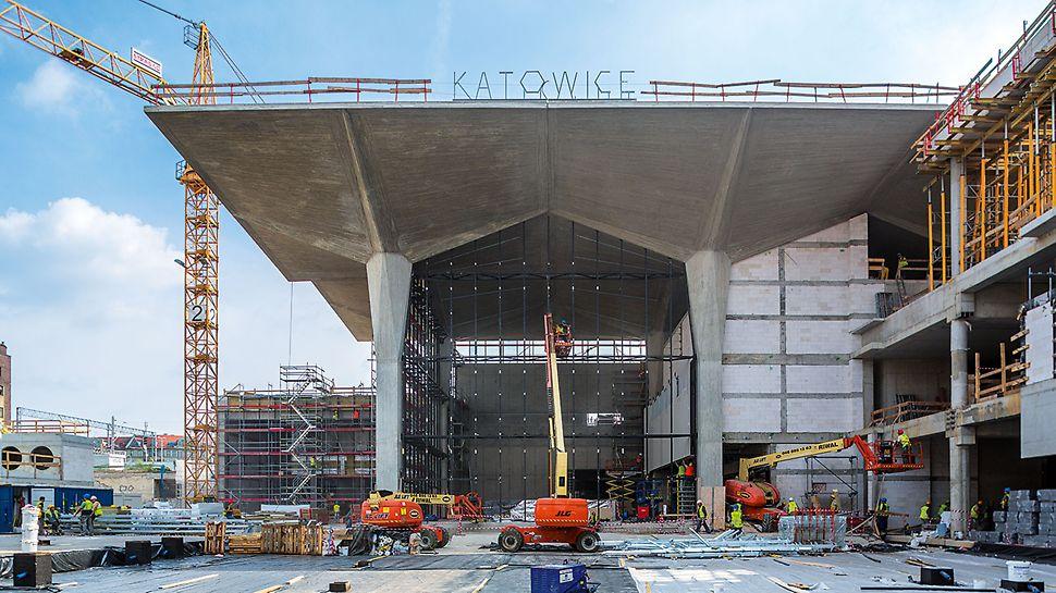 Gotowe kielichy w części dworca głównego. Zastosowanie systemu PERI UP Rosett oraz gotowych segmentów stropowych pozwoliło na szybki i bezpieczny demontaż.