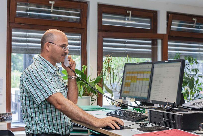 Bei den Mietaufträgen sorgen die PERI Mitarbeiterinnen und Mitarbeiter in enger Abstimmung mit den Kunden für die beste Auftragsabwicklung.