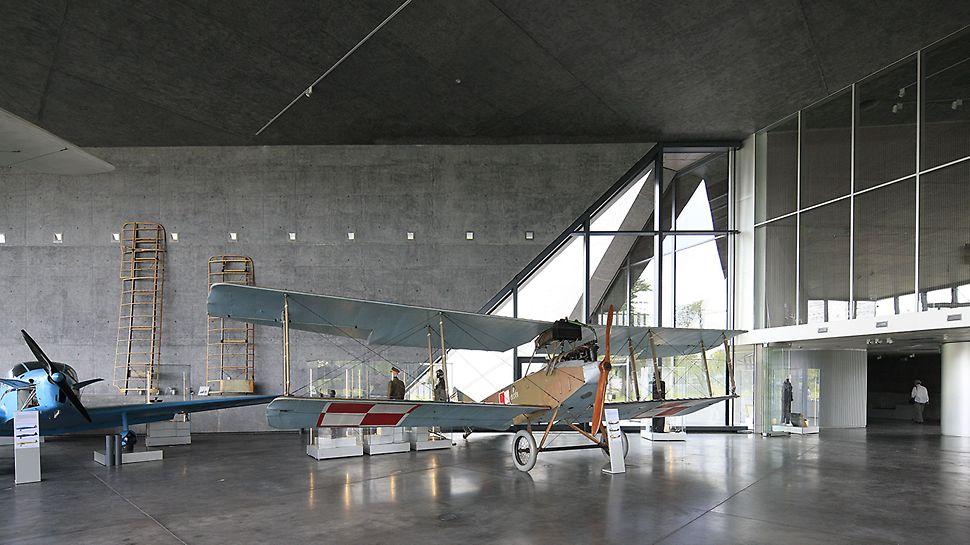 Muzeum Lotnictwa Polskiego - wnętrze