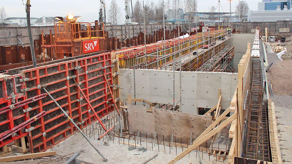 Tietotien suuaukko rakennusvaiheessa vuonna 2014.