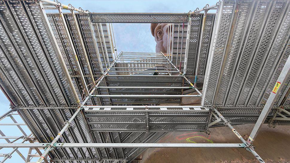 Skulptura Pegaza, SAD - korišćenjem modularne PERI UP Rosett Flex sistemske skele stvoreni su bezbedni radni uslovi za zanatlije i dizajnere metala tokom  realizacije umetničkog dela visine 33 m.