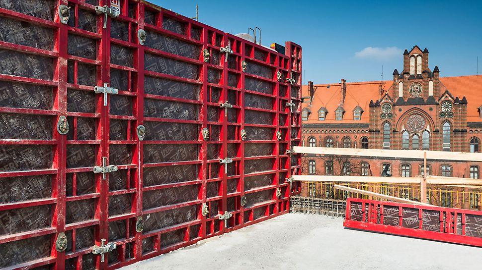 Regularny układ płyt deskowania dla ścian widokowych pokoi hotelowych