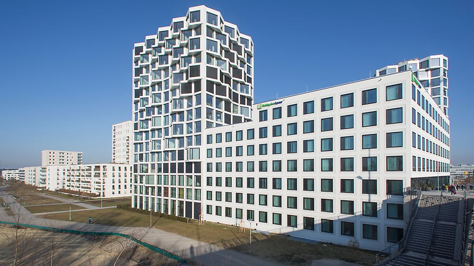 "260 apartments were built in the two 16-floor residential towers. Additionally, office and hotel units found their place in MK4 ""Friends"" at Hirschgarten."