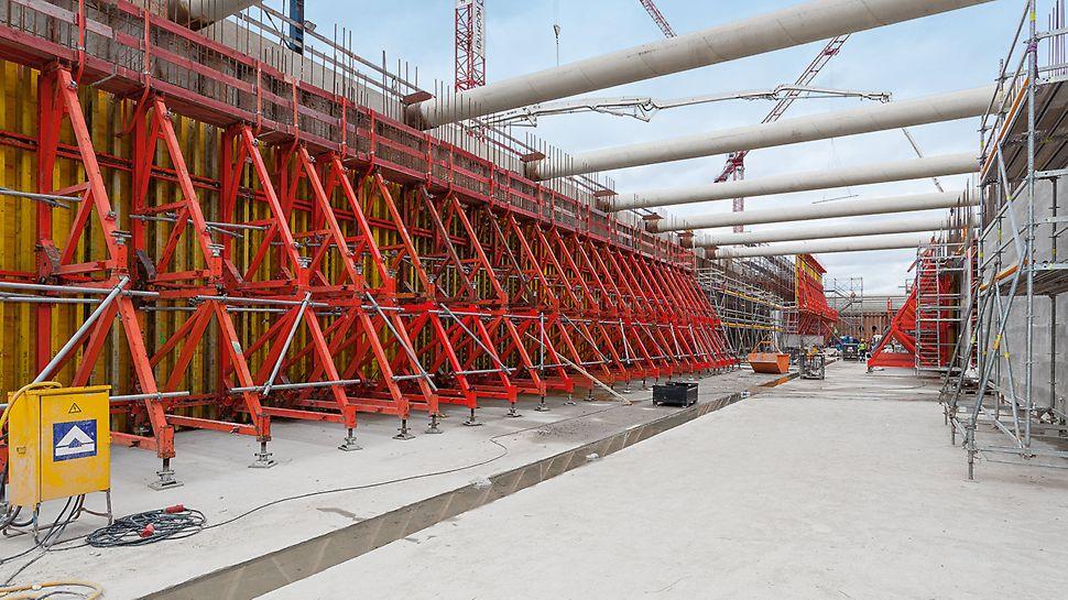 Beim Bau der Moselschleuse Trier wurden innerhalb von knapp 1,5Jahren Bauzeit rund 45.000m³ Beton verarbeitet.