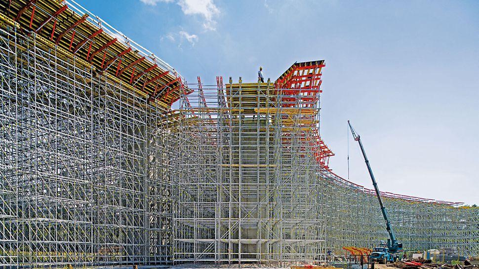 Podpěrné lešení PERI UP Rosett Flex: Umístění každého sloupku v systému je přizpůsobeno tvaru stavby a přenášenému zatížení.