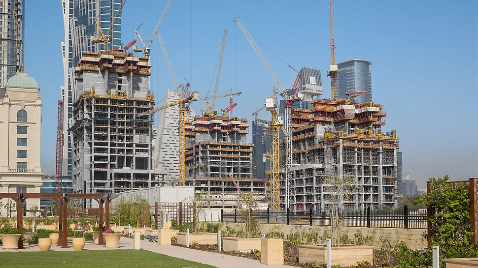 Progetti PERI - Al Habtoor City Towers, Dubai, Emirati Arabi Uniti - Le pareti del nucleo e i muri portanti vengono realizzati con i sistemi ACS e VARIO, senza bisogno della gru per il sollevamento delle casseforme