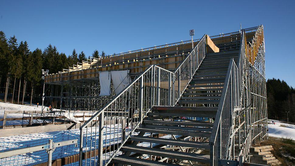 BMW IBU World cup Biathlon, Nové Město na Moravě: Přístup na tribunu u VIP stanu.