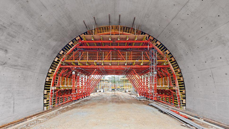 Con componentes estándar del sistema VARIOKIT se montan carros de encofrado rentables para túneles, dimensionados exactamente según las necesidades de cada obra.