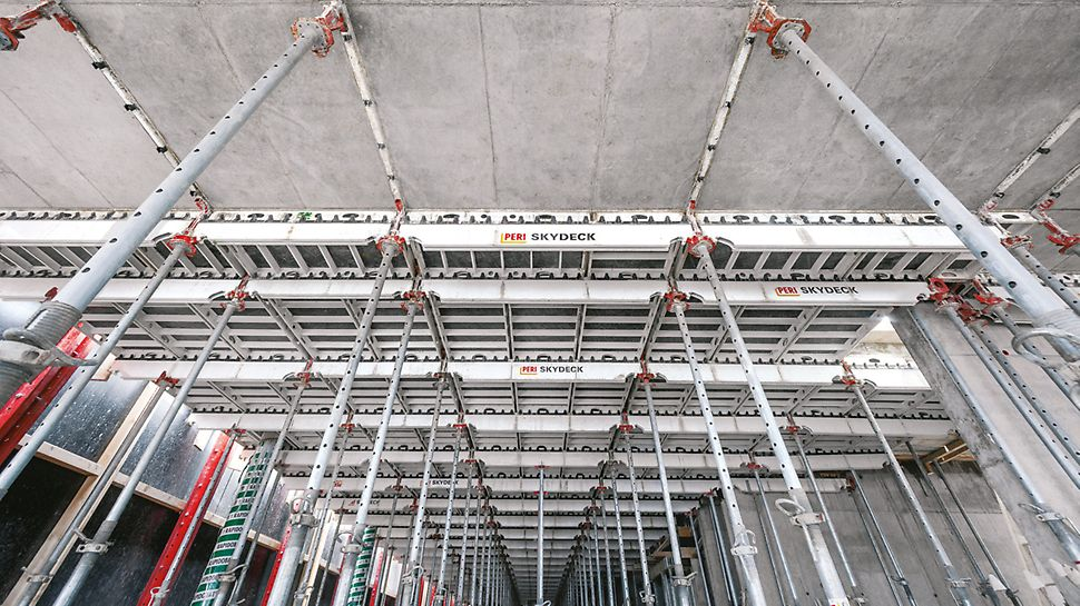 Panels and main girders, the two main components of the SKYDECK system, which are used for the slab formwork.