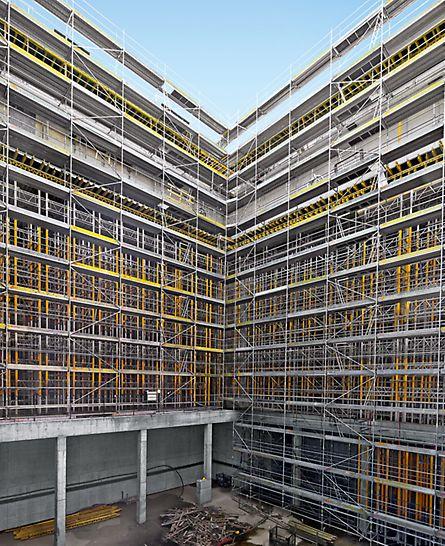 Parco della Musica e della Cultura, Florenz, Italien - Die mit MRK Rahmen zu einem System verbundenen MULTIPROP Stützen tragen die Betonierlasten der 120 cm starken Wände in den Untergrund ab.