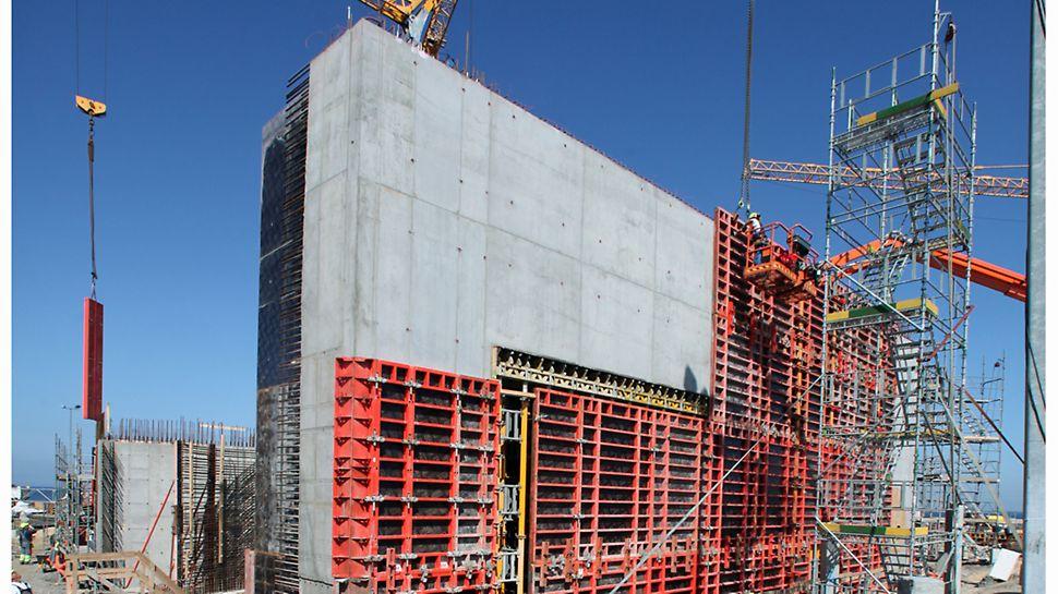 Afforskalling af den udvendige væg til oceantank.
