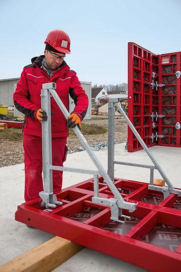 Sichere Anwendung: Die Montage des Konsolensystems an den Elementen der Rahmenschalungen MAXIMO oder TRIO erfolgt am Boden liegend. Die dazu notwendigen Systembauteile sind leicht und ohne Kran zu handhaben.