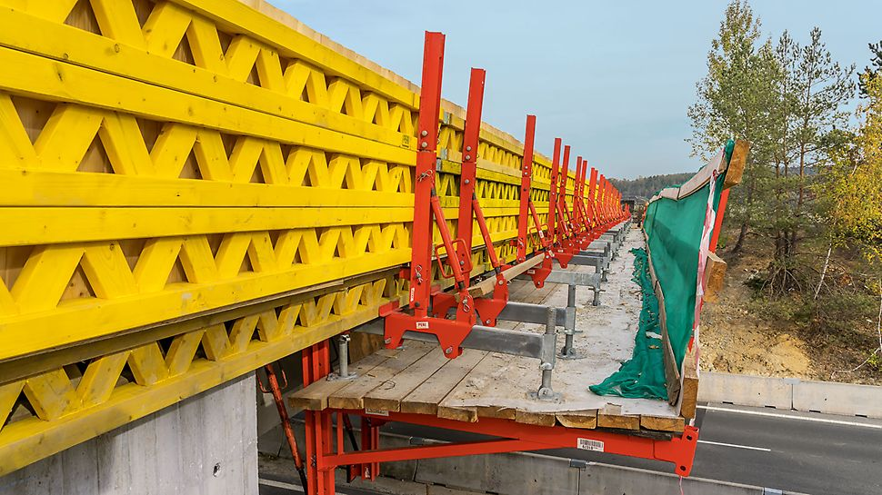 Bridge over the D6, Čelechovice, Czech Republic | VGK ensured safe working conditions and kept the traffic flowing during bridge refurbishment