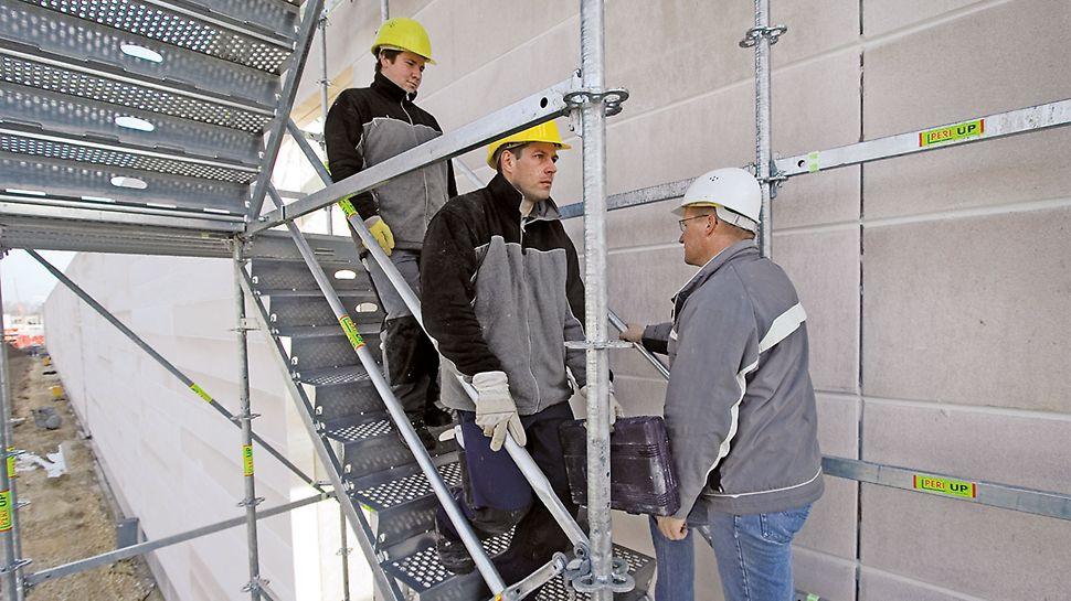 Die Treppe mit 100 cm Stufenbreite ist auch bei Gegenverkehr bequem begehbar und zudem zur Bergung von Verletzten mit Tragen geeignet.