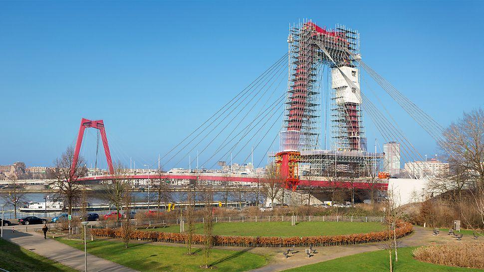 Sanacioni radovi na mostu Willemsbrug, koji predstavlja važnu saobraćajnicu između severnog i južnog dela grada , izvode se na način, koji omogućava njegovo nesmetano i bezbedno korišćenje sve vreme izvođenja radova.