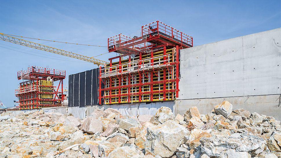 Auch für die massiven Wellenbrecher setzte das Baustellenteam eine fahrbare Wandschalungslösung ein.