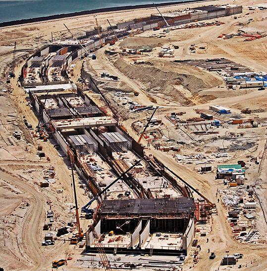 Tunnel Jumeirah Palm Island, Dubai, Vereinigte Arabische Emirate - In nur 11 Monaten wurden etwa 200.000 m³ Beton für den Straßentunnel verbaut.