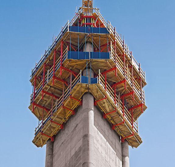 Televizní věž Avala: Pro budování dříku s konstantním průřezem bylo vybráno nejvýhodnější řešení, mobilní šplhavé zařízení RCS.