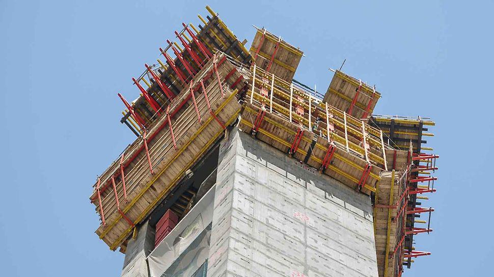 Dubai Frame, Ujedinjeni Arapski Emirati: projektno specifično rešenje penjajuće oplate je kombinacija tri različite ACS samopenjajuće varijante sa VARIO zidnom oplatom od drvenih nosača i TRIO ramovskom oplatom.