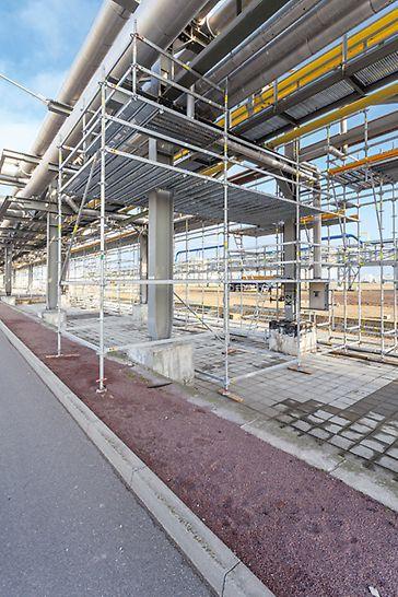 Las plataformas cubren totalmente la superficie deseada. Las columnas y otros elementos de la planta se rodean sin problema con piezas estándar del sistema.