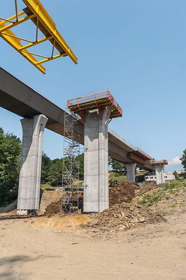 Most přes údolí Porubky, Ostrava: Ocelová konstrukce mostovky byla přes údolí vysouvána.